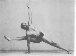 150-visvamitrasana-yoga-pose-iyengar